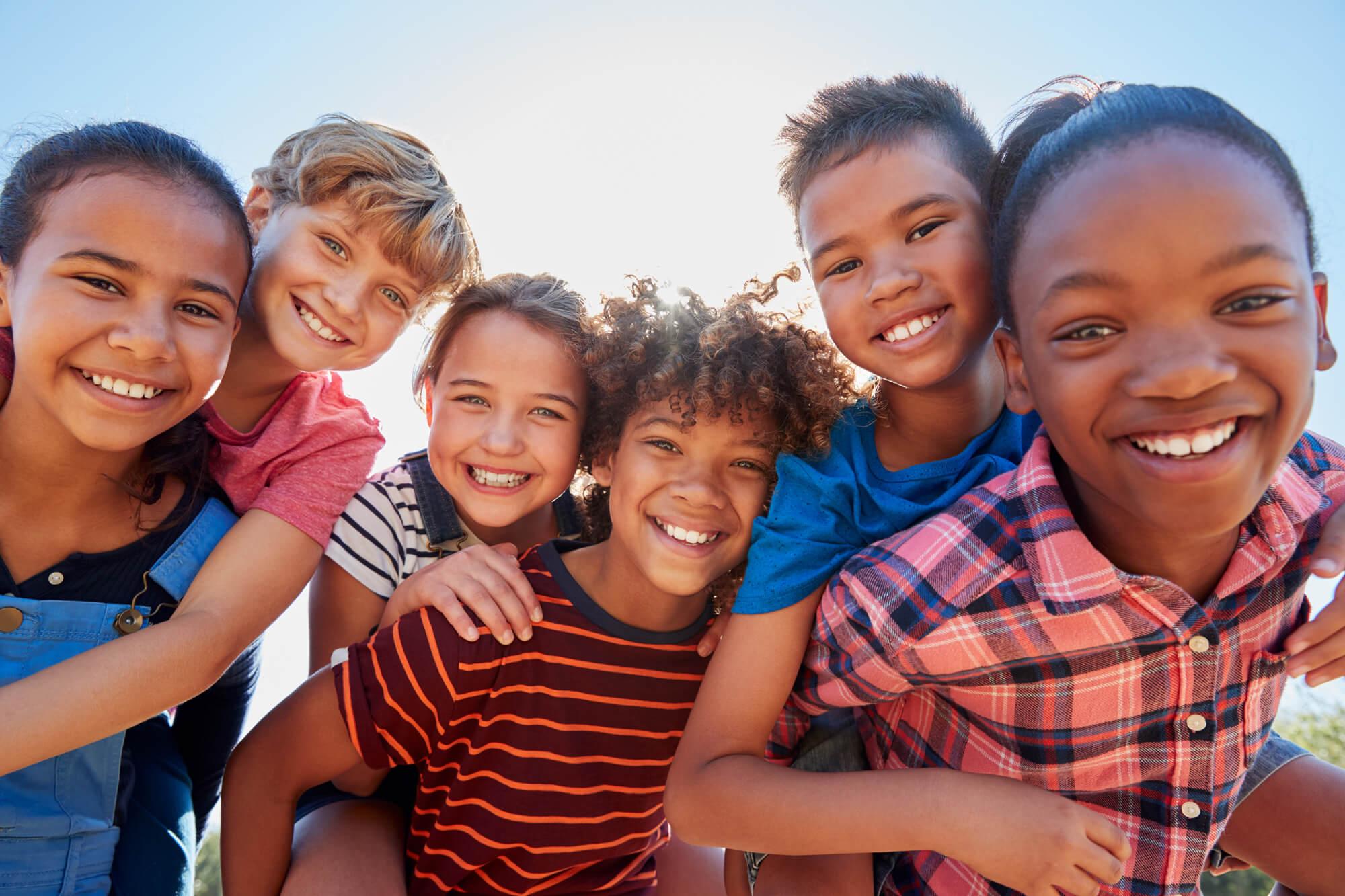 CSM_Image-camps-de-vacances_groupe-enfants-heureux BD